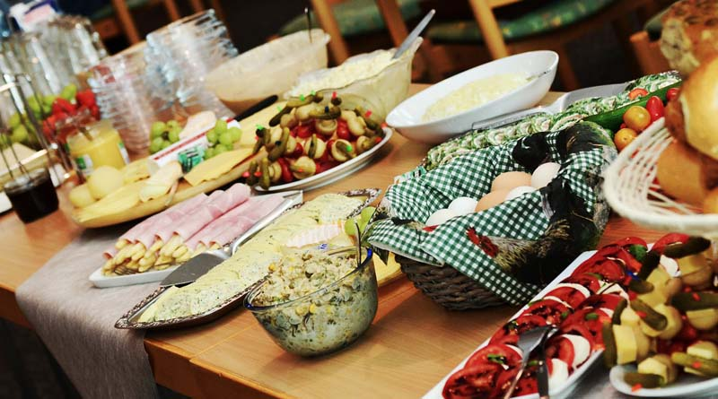 How to Organize Unique and Creative Themes for a Potluck Evening