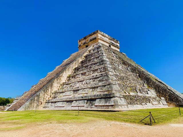 Discovering Chichen Itza - the Mysteries of the Ancient